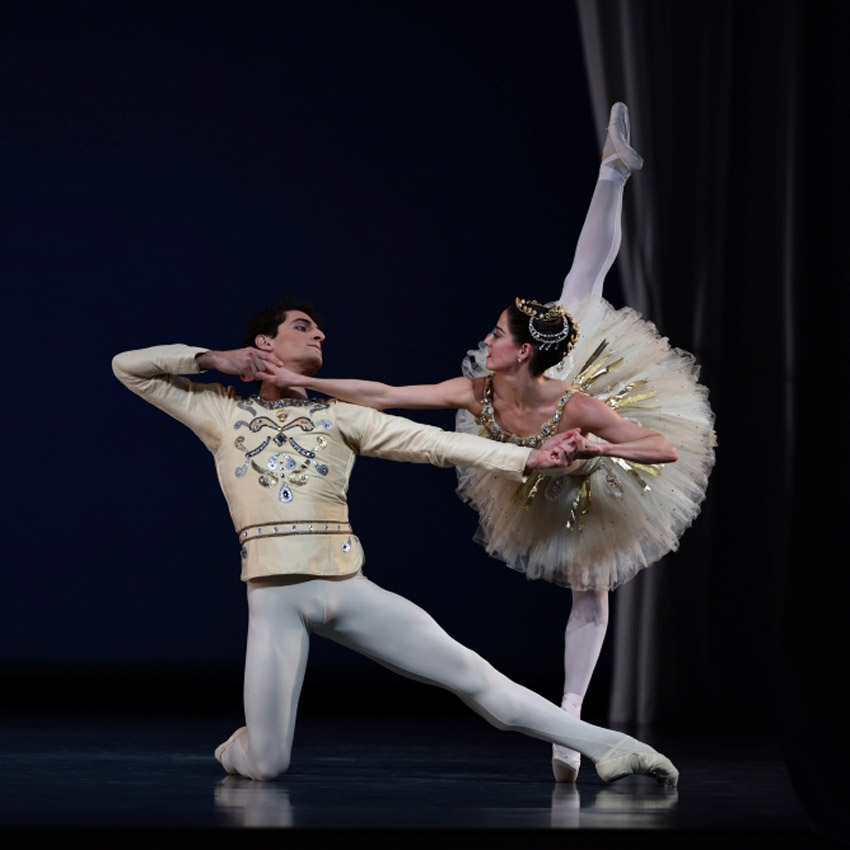 Vanessa Zahorian and Carlo Di Lanno in Balanchine's Diamonds (from Jewels).© Erik Tomasson. (Click image for larger version)
