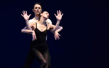 Sarah Van Patten and Luke Ingham in Balanchine's Stravinsky Violin Concerto.© Erik Tomasson. (Click image for larger version)