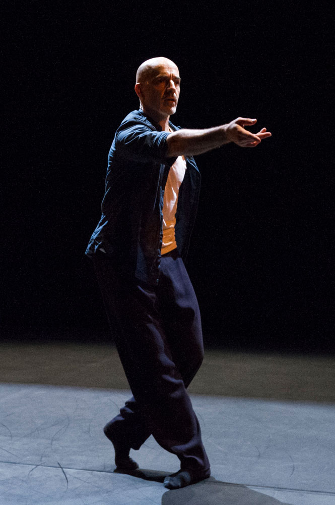 Russell Maliphant in <I>One Part II</I>.<br />© Foteini Christofilopoulou. (Click image for larger version)