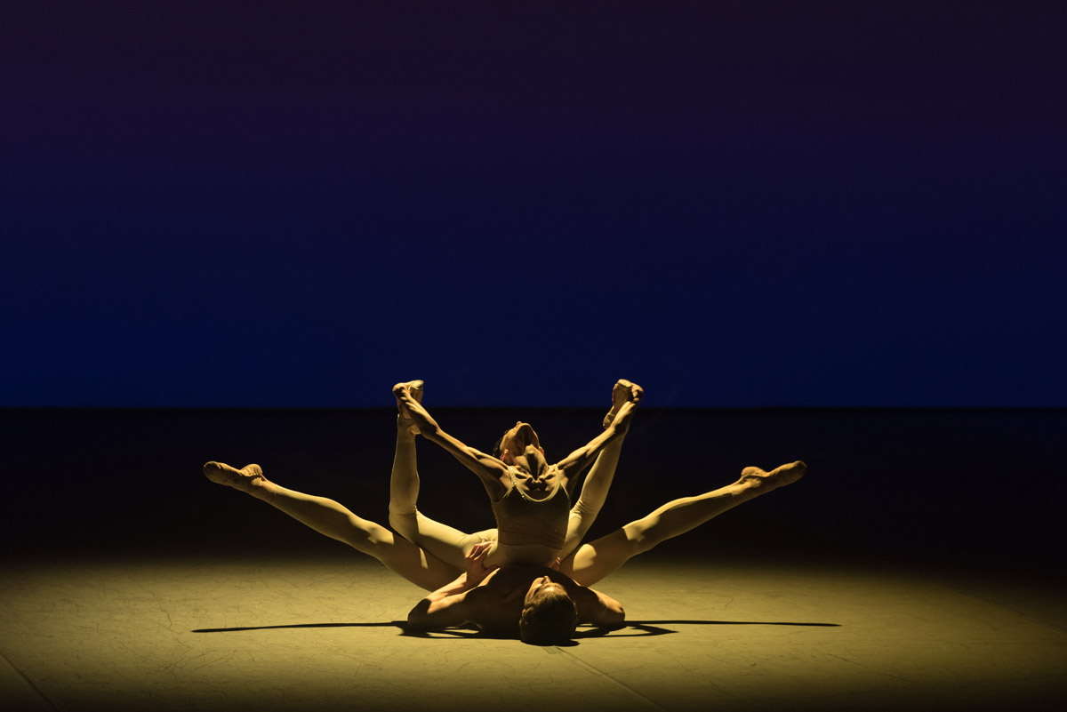 Lucia Lacarra and Marlon Dino in Light Rain.© Marc Haegeman. (Click image for larger version)