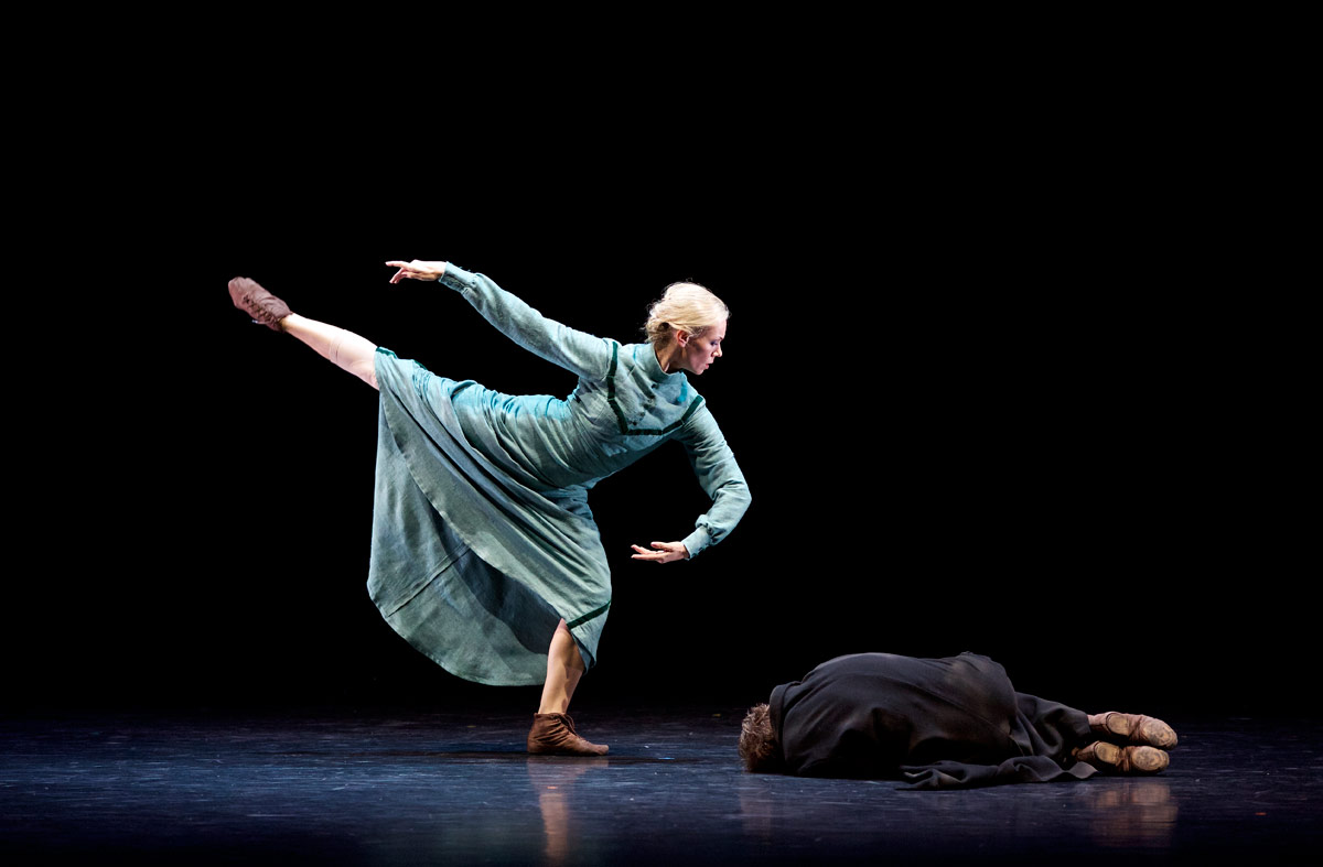 Eve Mutso and Jamiel Laurence perform The Hunchback In The Park in Christopher Bruce's <I>Ten Poems</I>.<br />© Andy Ross. (Click image for larger version)