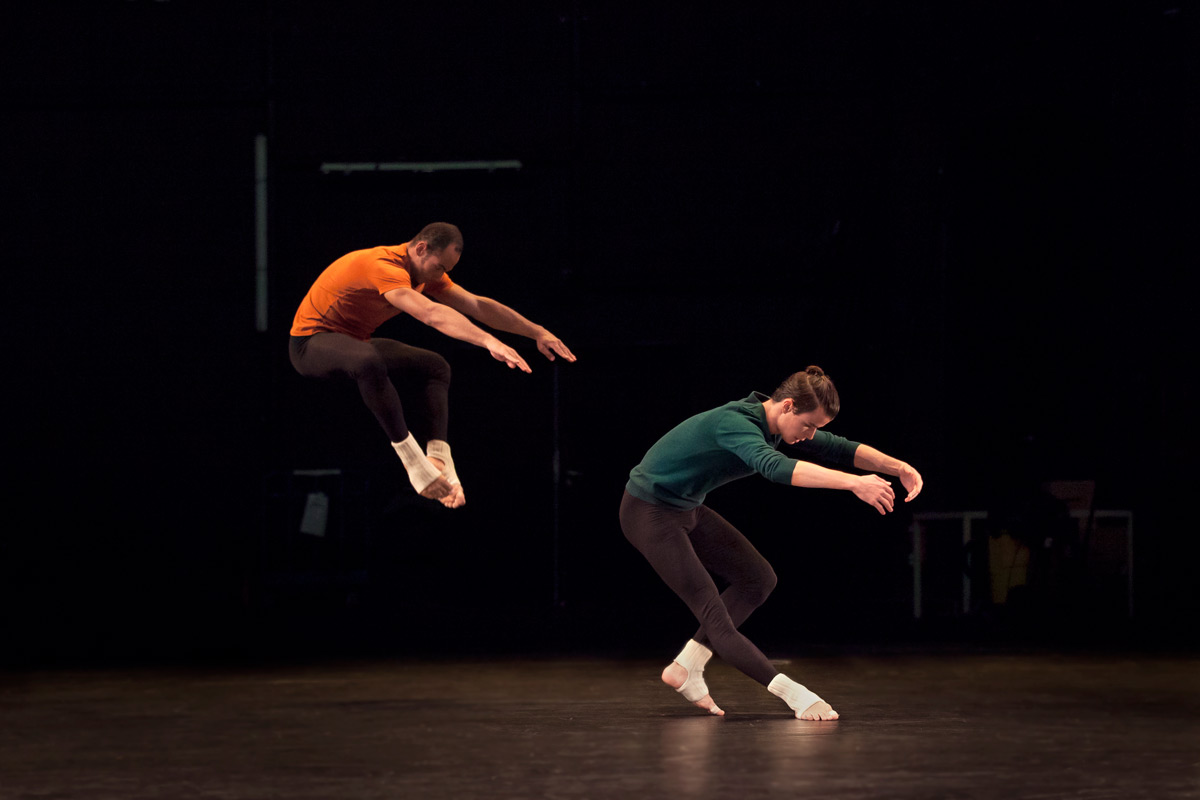 Alexandre Tondolo and Adrien Mornet in How to Pass, Kick, Fall and Run.© Charlotte Audureau. (Click image for larger version)