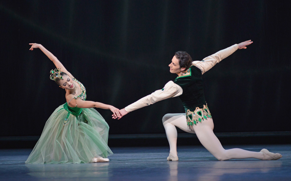 Beatriz Stix-Brunell and Valeri Hristov in Emeralds.© Dave Morgan, courtesy the Royal Opera House. (Click image for larger version)