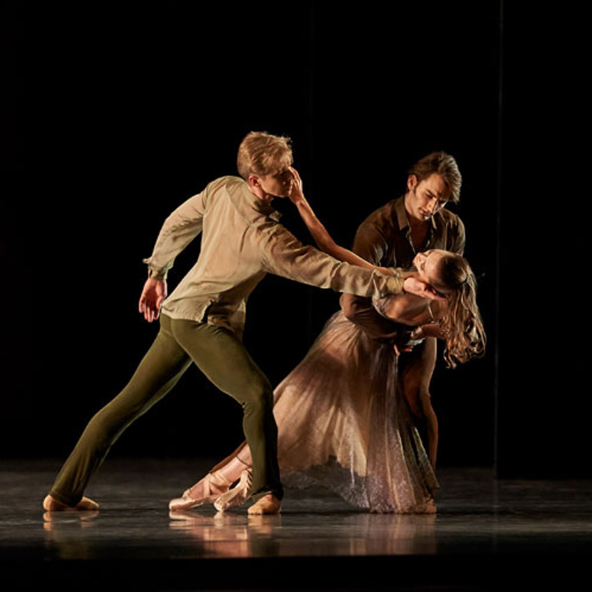 Tiit Helimets, Sarah Van Patten and Aaron Robison in Tomasson's <I>Trio</I>.<br />© Erik Tomasson. (Click image for larger version)