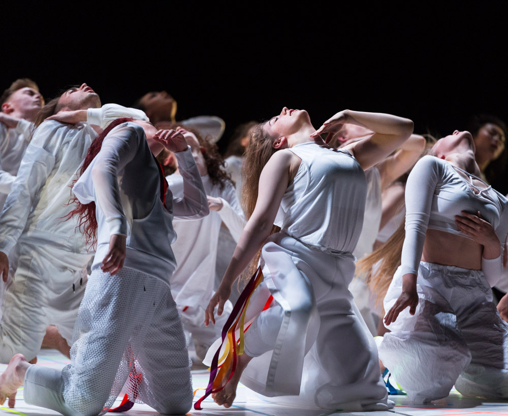 National Youth Dance Company in Damien Jalet's Tarantiseismic.© Foteini Christofilopoulou. (Click image for larger version)