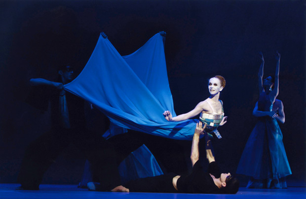Silvia Azzoni as the Mermaid in The Little Mermaid.© Holger Badekow. (Click image for larger version)