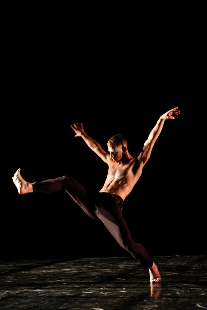 Nicholas Sciscione in Goldberg Variations.© Julie Lemberger. (Click image for larger version)