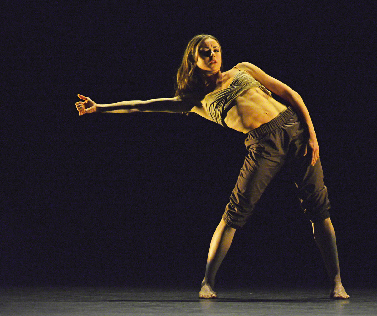 Isabelle Brouwers in <I>a Drift</I>, by Sidi Larbi Cherhaoui.<br />© Dave Morgan. (Click image for larger version)