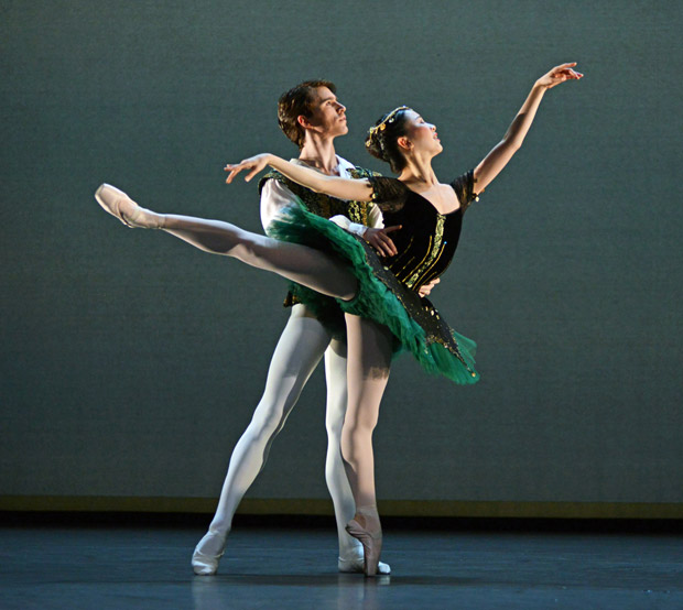 Rina Kanehara and Aitor Arrieta in the pdd from <I>Esmerelda</I>.<br />© Dave Morgan. (Click image for larger version)
