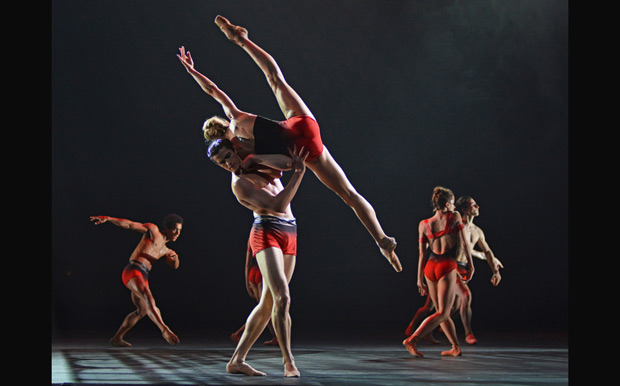 Zenaida Yanowsky and Reece Clarke in <I>Symphonic Dances</I>.<br />© Dave Morgan, courtesy the Royal Opera House. (Click image for larger version)