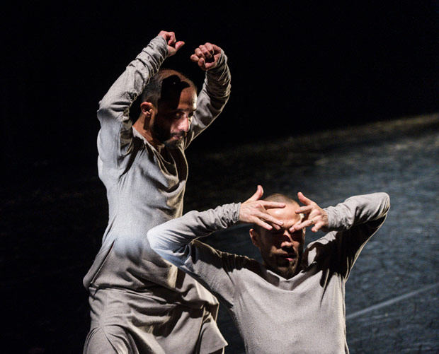 Mavin Khoo & Jose Agudo in <I>Full circle</I>.<br />© Foteini Christofilopoulou. (Click image for larger version)
