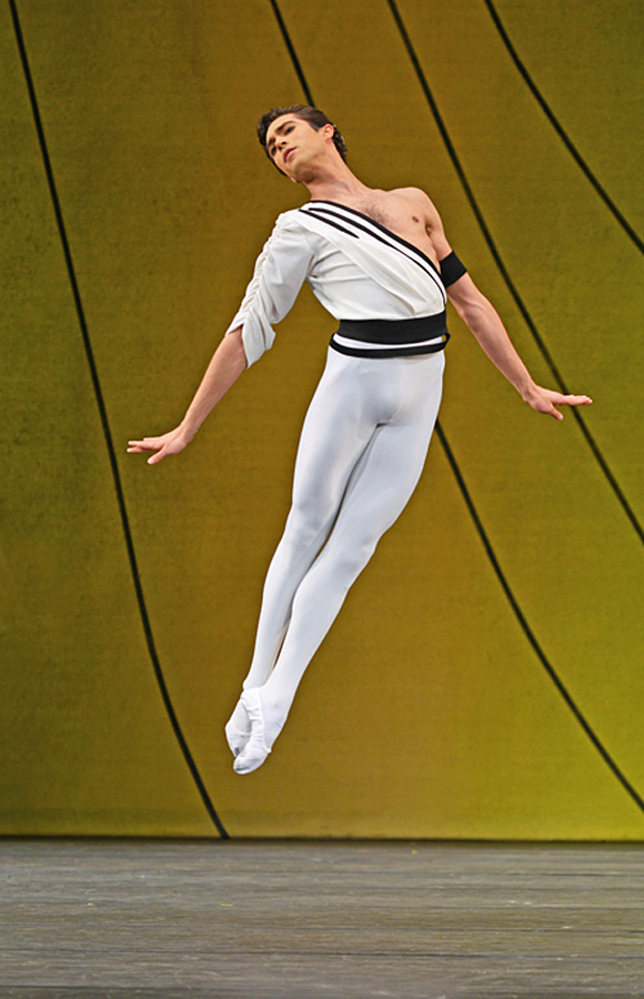 James Hay in Symphonic Variations.© Dave Morgan, courtesy the Royal Opera House. (Click image for larger version)