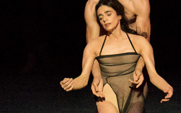 Alessandra Ferri and Federico Bonelli in the Tuesday section of Woolf Works.© Darren Thomas. (Click image for larger version)