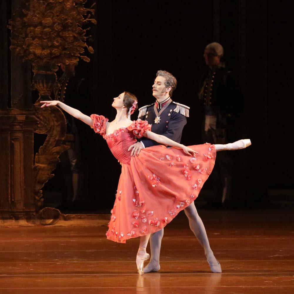 Nina Kaptsova and Igor Kromushin in Onegin.© Damir Yusupov. (Click image for larger version)