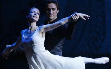 Nina Kaptsova and Ruslan Skvortsov in Onegin.© Damir Yusupov. (Click image for larger version)