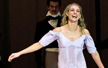 Zenaida Yanowsky and Roberto Bolle at her final Royal Opera House curtain call. (Click image for larger version)