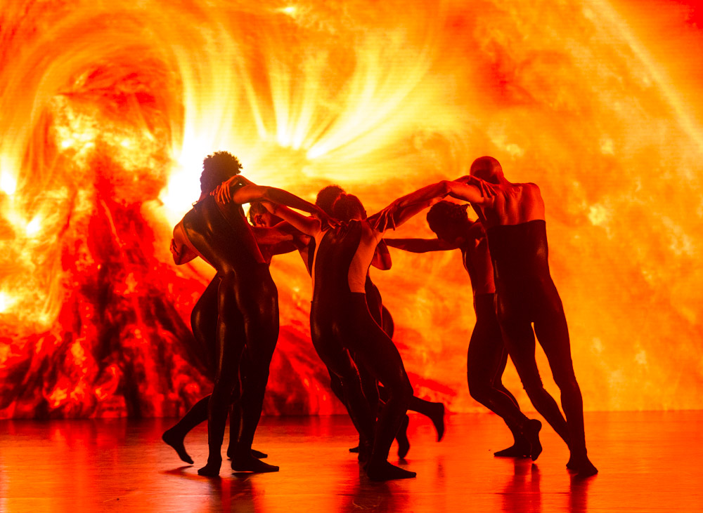 Alexander Whitley Dance Company in 8 Minutes.© Foteini Christofilopoulou. (Click image for larger version)