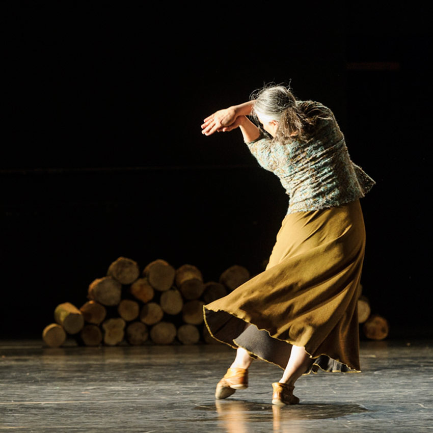 Ana Laguna in Mats Ek's Axe.© Foteini Christofilopoulou. (Click image for larger version)