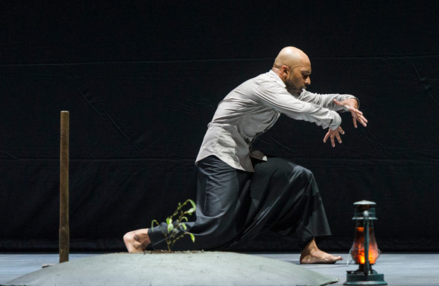 Akram Khan in DESH in DESH.© Foteini Christofilopoulou. (Click image for larger version)