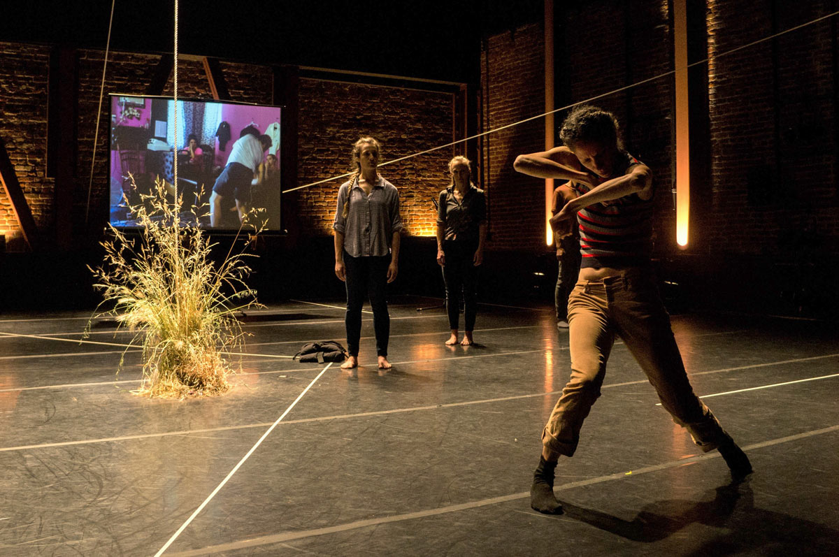 Aline Wachsmuth, Katie Faulkner and Maurya Kerr in The Foundry's Deep South.© Oxana Ermolova. (Click image for larger version)