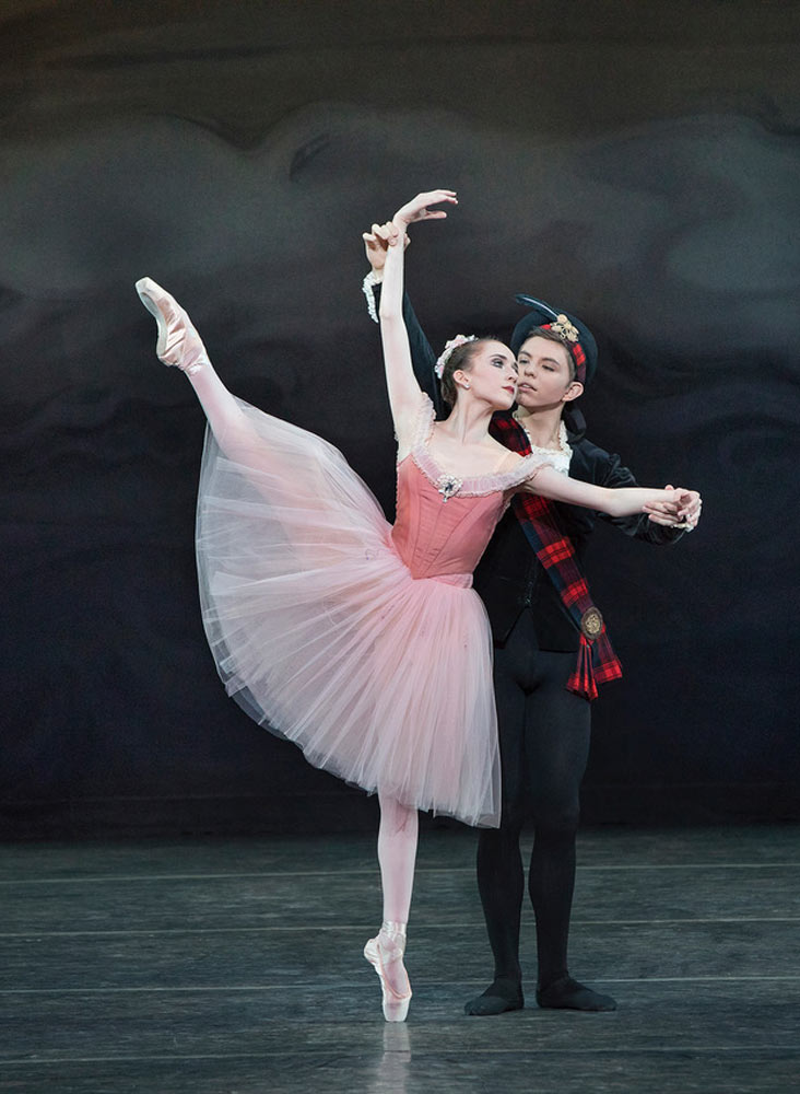 Gabriella Domini and Andres Zuniga in <I>Scotch Symphony</I>. Choreography by George Balanchine © The George Balanchine Trust.<br />© Paul Kolnik. (Click image for larger version)