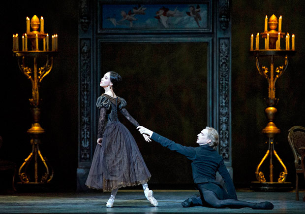 Hee Seo and David Hallberg in <I>Onegin</I>.<br />© Rosalie O'Connor. (Click image for larger version)