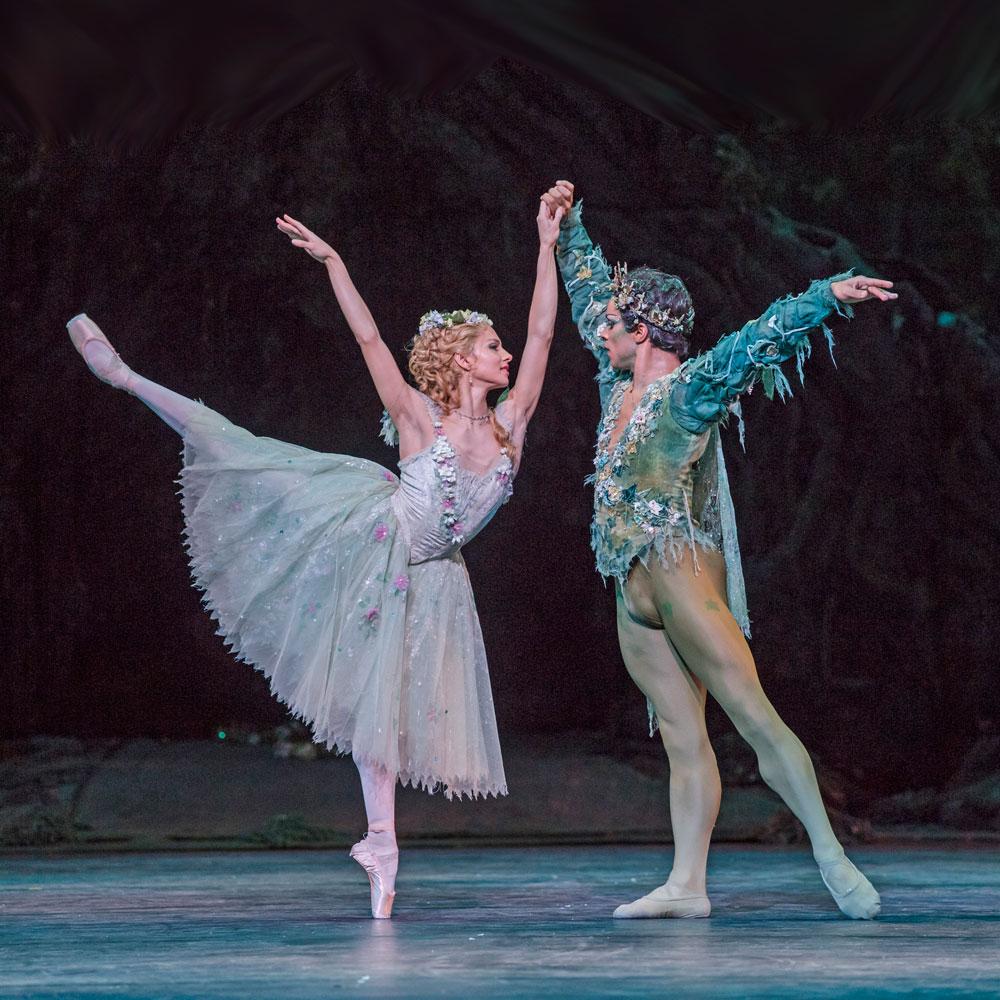 Francesca Hayward and Marcelino Sambe in <I>The Dream</I>.<br />© Tristram Kenton, courtesy the Royal Opera House. (Click image for larger version)