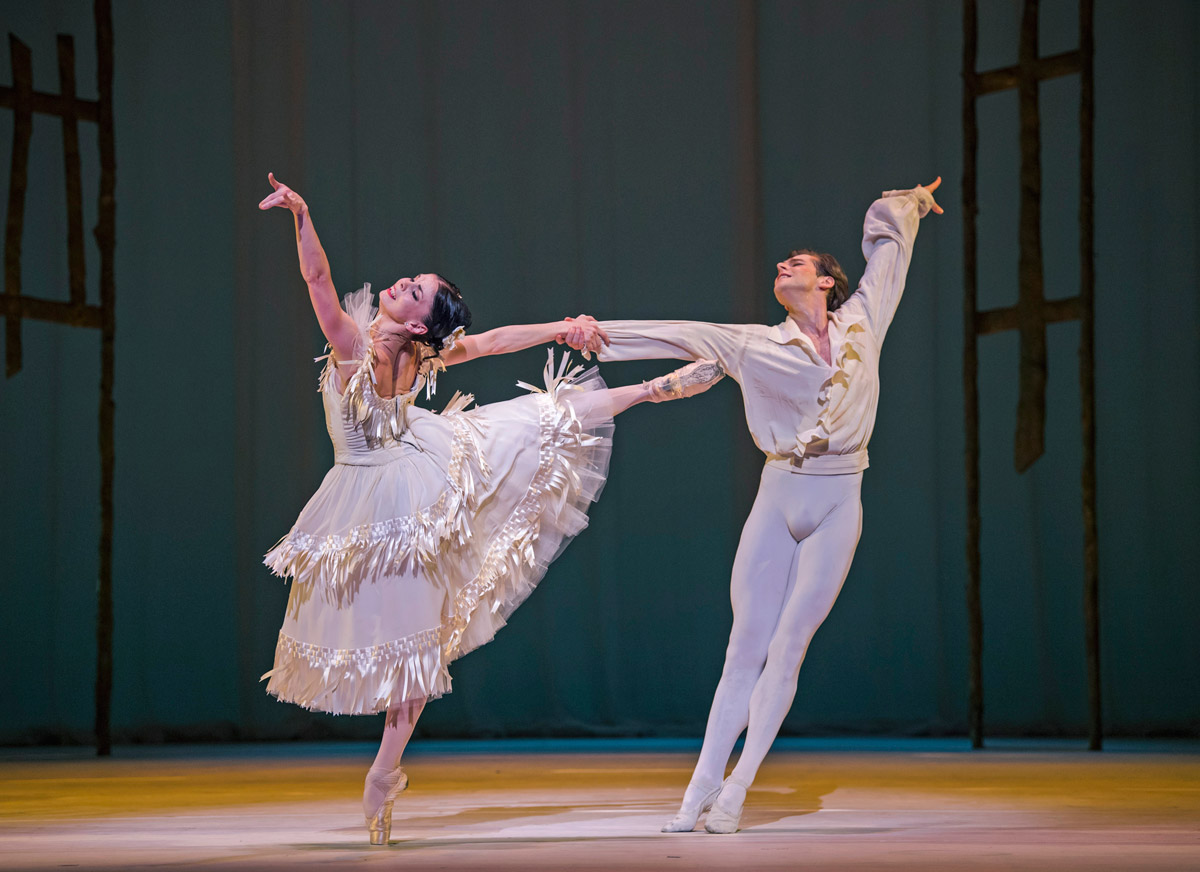 Natalia Osipova and Valdimir Shklyarov in Marguerite and Armand.© Tristram Kenton, courtesy the Royal Opera House. (Click image for larger version)