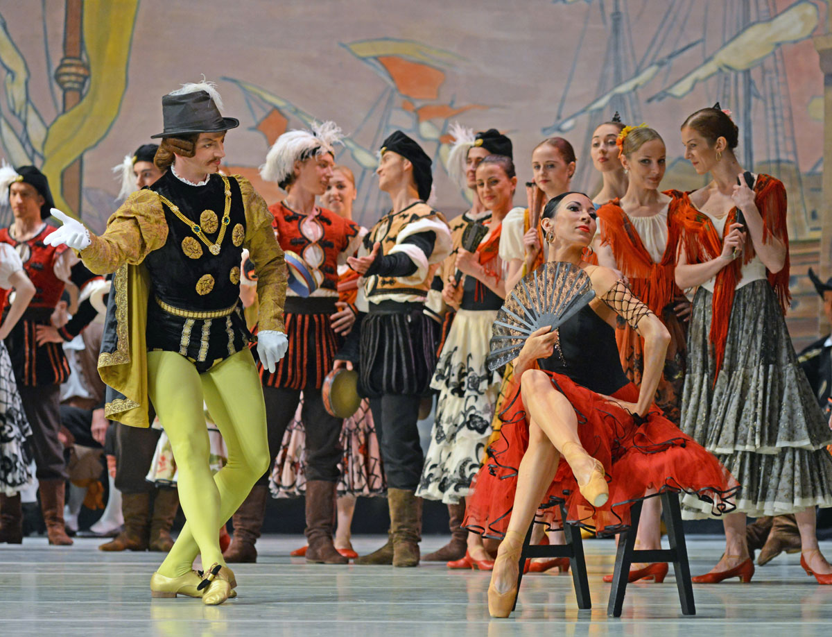 Viktoria Tereshkina and Dmitri Pykhachov in Don Quixote.© Dave Morgan. (Click image for larger version)