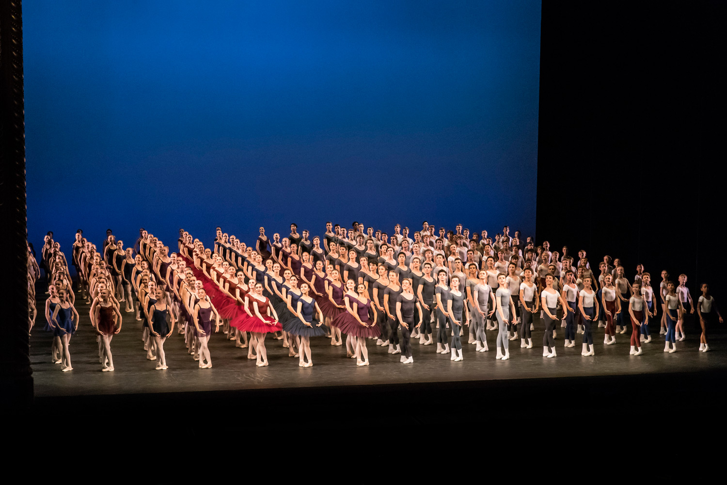 The Royal Ballet School's Grand Defile.© Johan Persson / RBS. (Click image for larger version)