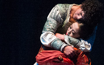 Erina Takahashi and Isaac Hernández in Romeo & Juliet.© Foteini Christofilopoulou. (Click image for larger version)