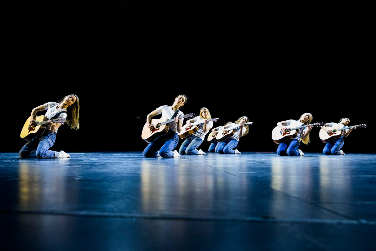 <I>No Tomorrow</I>, part of Iceland Dance Company's <I>Sacrifice</I>.<br />© Jónatan Grétarsson. (Click image for larger version)