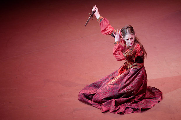 Laurretta Summerscales in <I>Romeo & Juliet</I>.<br />© Laurent Liotardo. (Click image for larger version)
