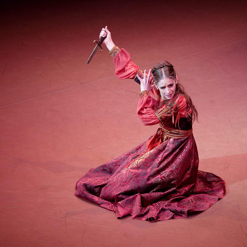 Laurretta Summerscales in Romeo & Juliet.© Laurent Liotardo. (Click image for larger version)