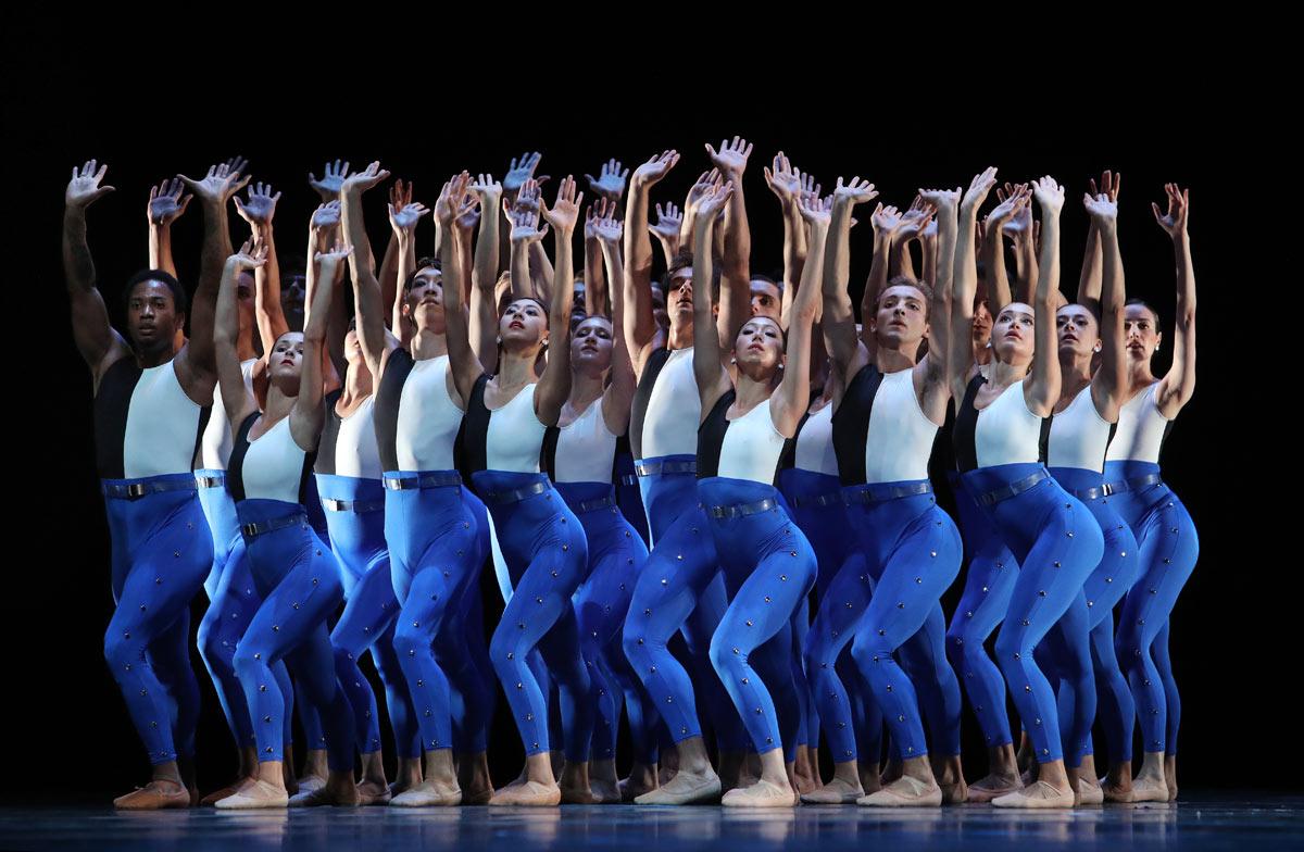 Dutch National Ballet in <I>Symphonieen der Nederlanden</I>.<br />© Hans Gerritsen. (Click image for larger version)