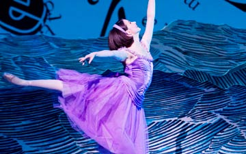 Lauren Cuthbertson in Alice's Adventures in Wonderland.© Johan Persson, courtesy the Royal Opera House. (Click image for larger version)