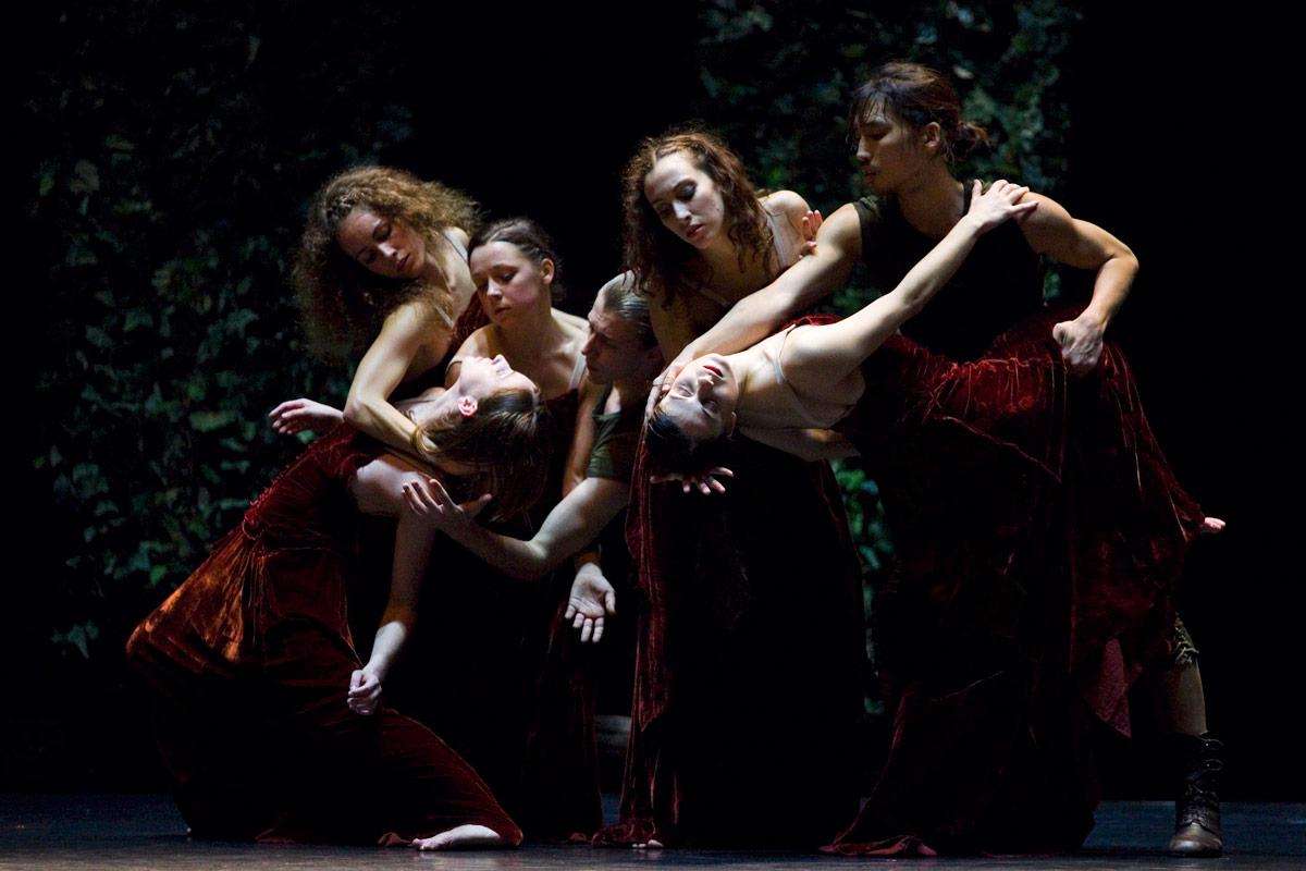 Bialy Teatr Tanca in Eros Thanatos.© Krzysztof Mystkowski. (Click image for larger version)