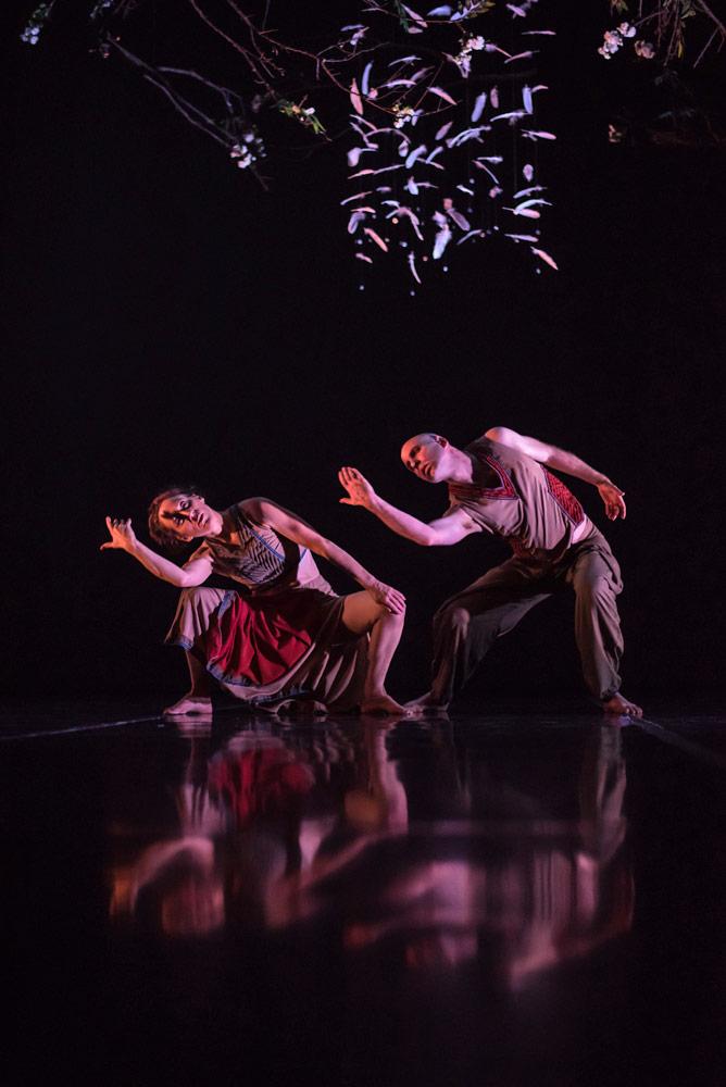 Randee Paufve and Nol Simonse in XO.© Kaveri Seth. (Click image for larger version)