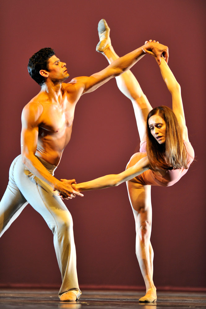 Marianela Nunez and Thiago Soare in <I>After the Rain</I>.<br />© Robbie Jack. (Click image for larger version)