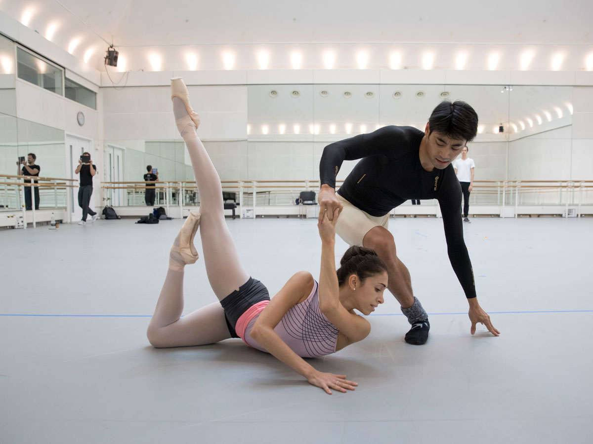 Ryoichi Hirano and Yasmine Naghdi rehearsing The Dreamers Ever Leave You.© Andrej Uspenski. (Click image for larger version)
