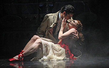 Marcelo Gomes and Sara Mearns in The Red Shoes.© Daniel Coston. (Click image for larger version)