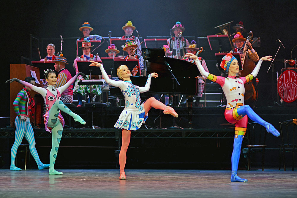 Yuhui Choe, Melissa Hamilton and Itziar Mendizabal in Elite Syncopations.© Dave Morgan, courtesy the Royal Opera House. (Click image for larger version)