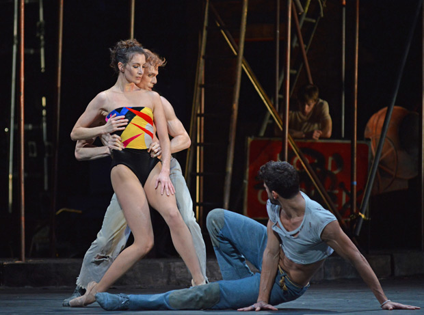Lauren Cuthbertson, Edward Watson and Thiago Soares in <I>The Judas Tree</I>.<br />© Dave Morgan, courtesy the Royal Opera House. (Click image for larger version)