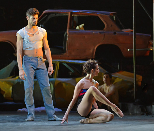 Thiago Soares and Lauren Cuthbertson in <I>The Judas Tree</I>.<br />© Dave Morgan, courtesy the Royal Opera House. (Click image for larger version)