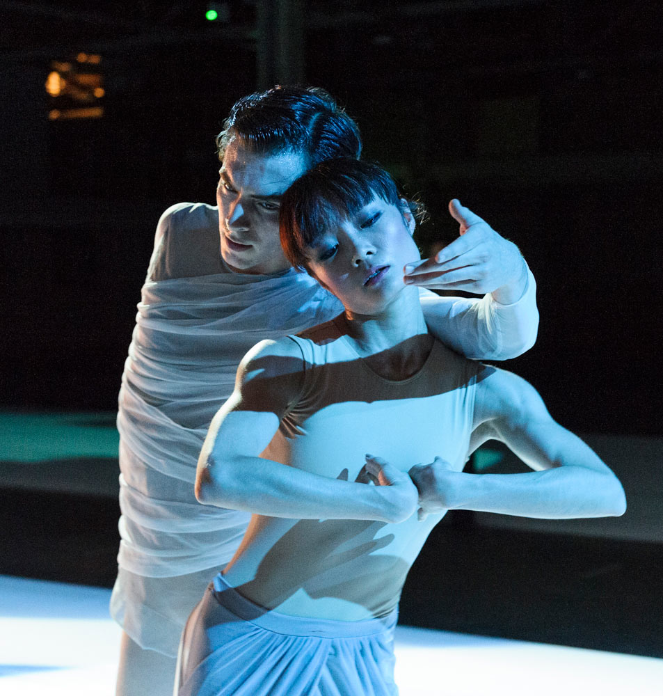 Spencer Hack and Rui Huang in The Dreamers Ever Leave You.© Foteini Christofilopoulou, courtesy the Royal Opera House. (Click image for larger version)