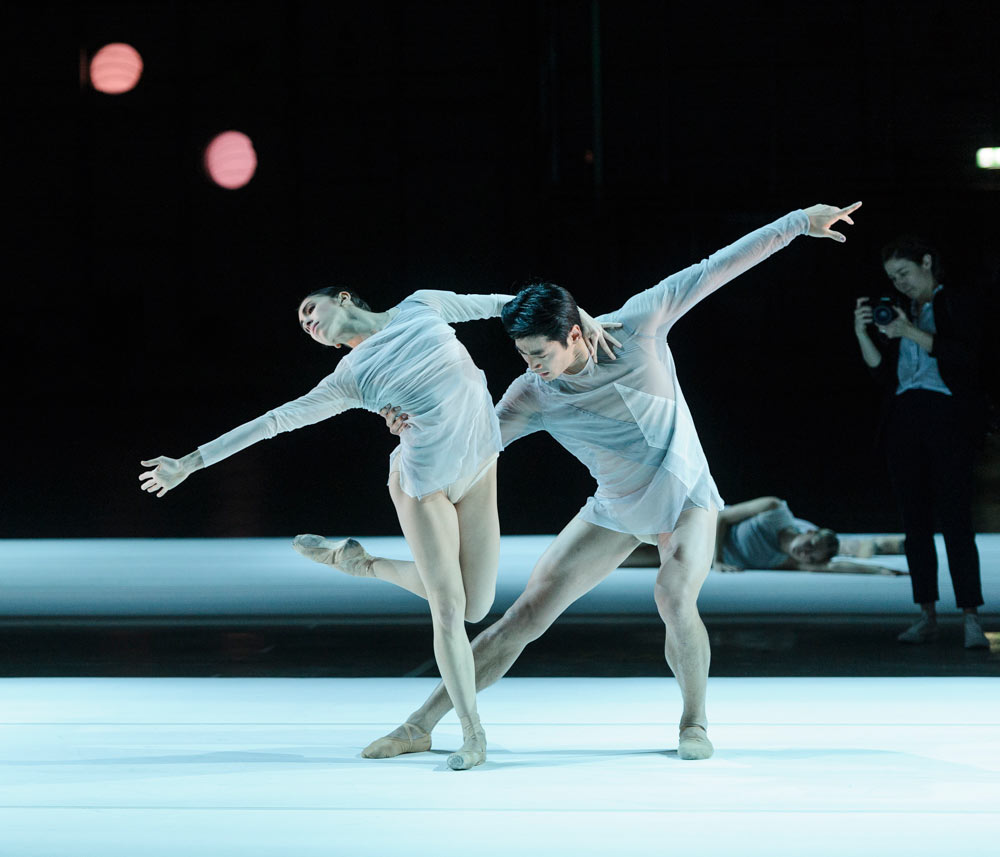 Yasmine Naghdi and Ryoichi Hirano in <I>The Dreamers Ever Leave You</I>.<br />© Foteini Christofilopoulou, courtesy the Royal Opera House. (Click image for larger version)