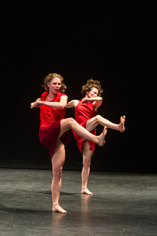 Graziella Lorriaux and Coralie Levieux in Maguy Marin's <I>Trois Grandes Fugues</I>.<br />© Foteini Christofilopoulou. (Click image for larger version)