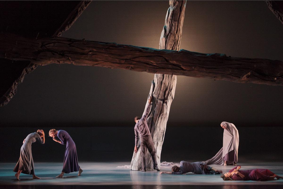 Jessica Lang Dance in Francesca Zambello's <I>Stabat Mater</I>.<br />© Karli Cadel. (Click image for larger version)