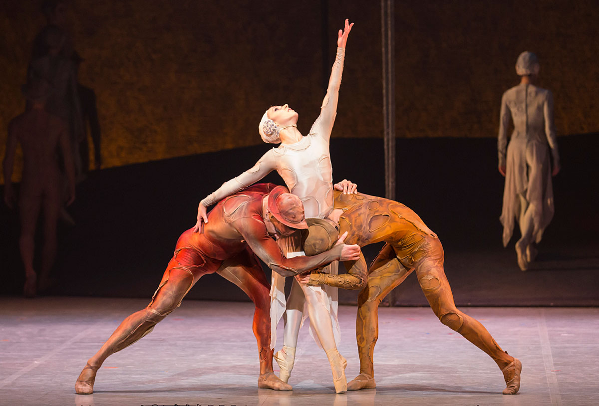 Javier Torres, Antoinette Brooks-Daw and Riku Ito in Kenneth MacMillan's Gloria.© Lauren Godfrey. (Click image for larger version)