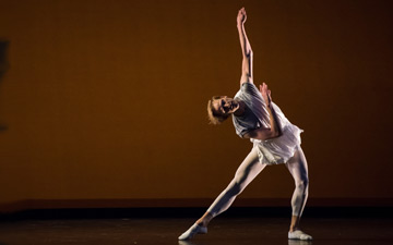 David Hallberg in Mark Morris's Twelve of 'em.© Stephanie Berger. (Click image for larger version)